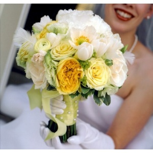 Buchet De Mireasa Special Cu Trandafiri Anemone Si Bujori Detalii