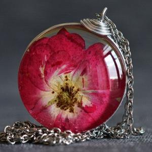 Felicity Store Pandantiv trandafir natural