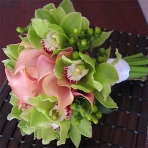 Buchet De Mireasa Din Cale Roz Orhidee Imperiala Si Hypericum